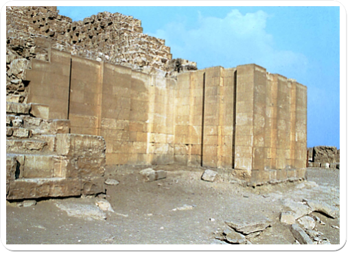 South part of the Enclosure Wall, showing the recessed paneling and the protruding bastion of the Southeast corner.