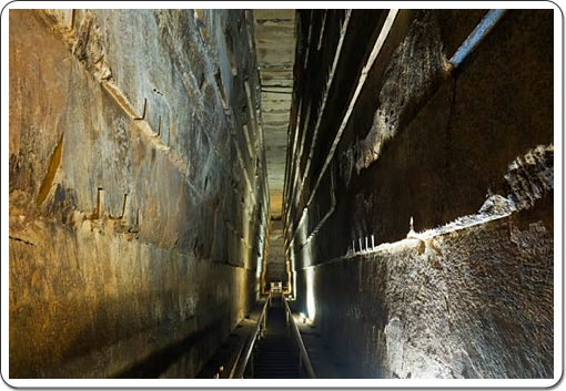 A view inside the impressive Grand Gallery of Kheops' pyramid.