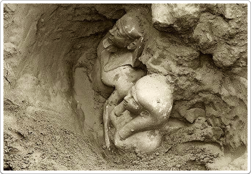 Excavation photo of the group statue of Mykerinos and Khamernebti II.